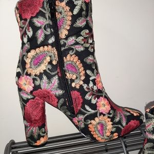 🎄🎁BEAUTIFUL STITCHED FABRIC ZIP-UP BOOTIES